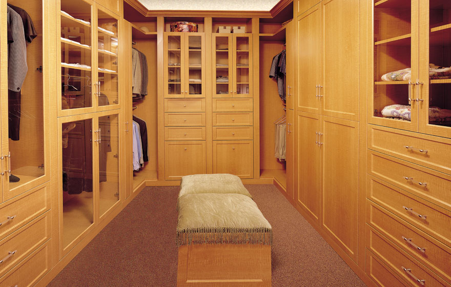 Dress up a closet space with an eye catching woodgrain look and sleek, minimalistic door style with contemporary lines.