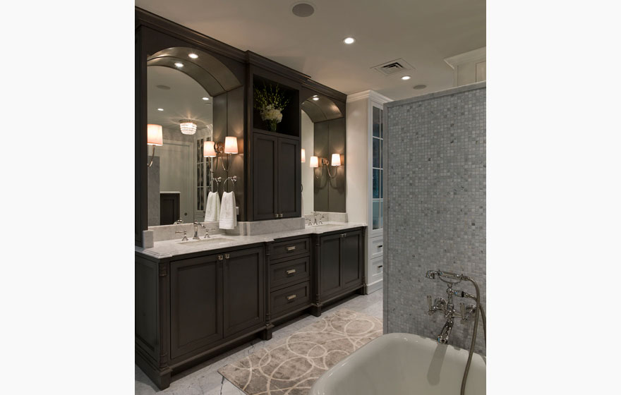 The clean and cool color palette of this beautiful bathroom brings a sense of relaxation and luxury.