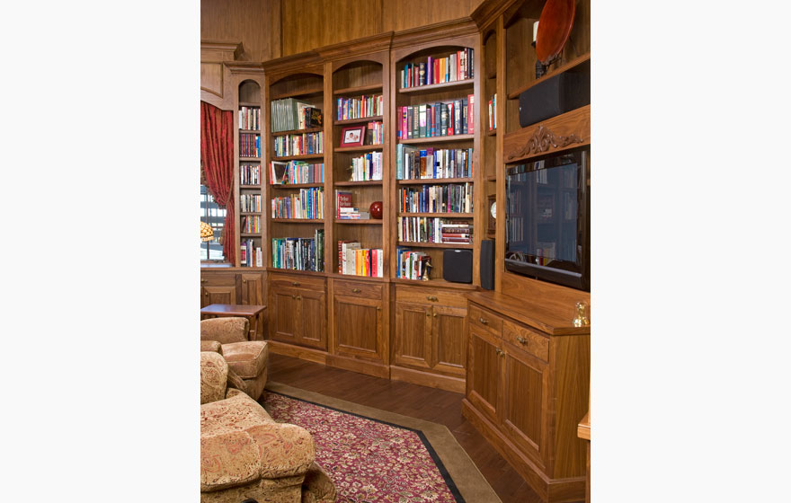 Rich and appealing Walnut with naturally beautiful dark tones is a perfect choice to create a relaxing library setting in a home office.