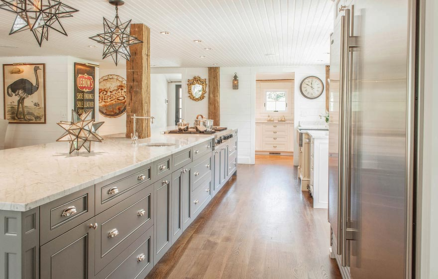 Streamline cabinets and Solvent-Based Finish paints work together in the restoration of this 1700's farmhouse