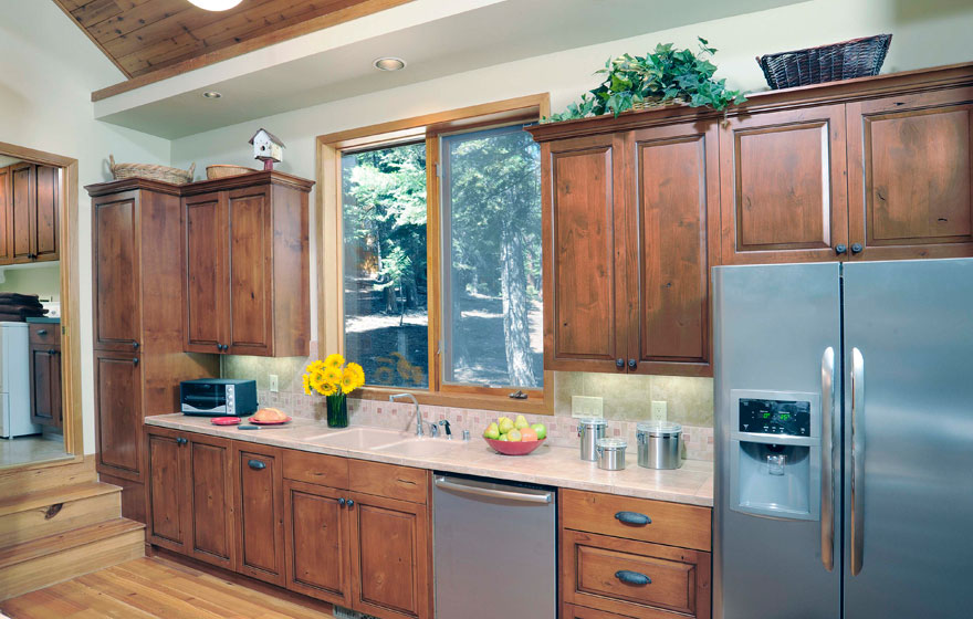 This dramatic refacing job transformed the kitchen of this mountain cabin to better fit its home design and natural surroundings.