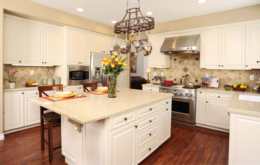 A timeless classic kitchen design using the Heritage 3/4' (805) Door