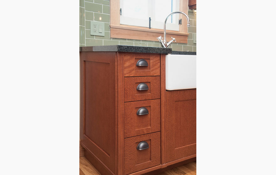"""Craftsman style kitchen with Shaker 3/4"""" (831) Doors with a modified 3"""" frame in Quarter Sawn Red Oak using Streamline® RTA Cabinet Components."""