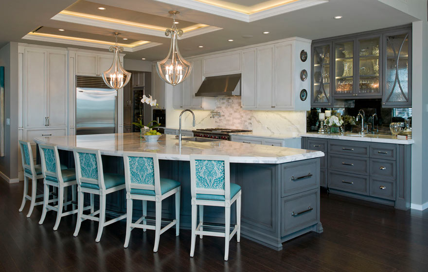Pairing a unique color on the island and hutch highlights the work areas of the space while bringing an overall cohesive look.