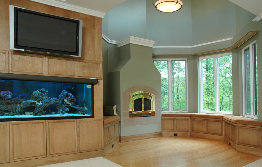 focus all attention on the dramatic fish tank and gorgeous view by