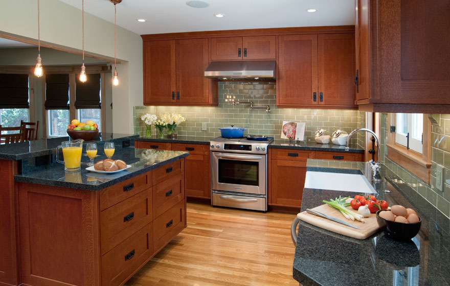 Craftsman Style Kitchen With Shaker Cabinet Doors With A Modified 3